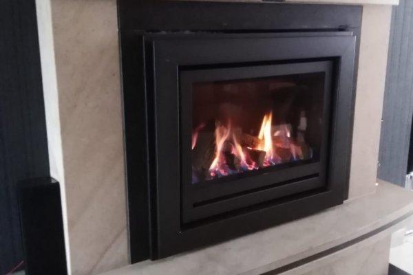 Well Straler Flatline gasinzethaard met houtblokken open verbranding