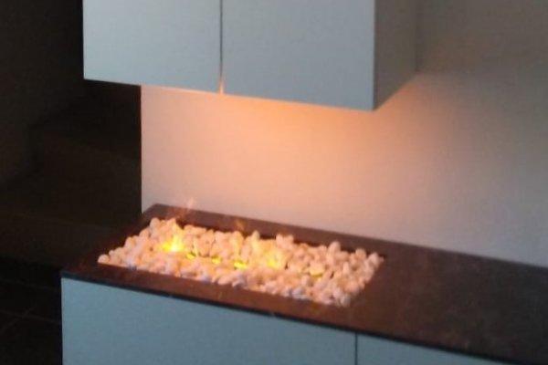 Dimplex elektrische sfeerhaard optimyst met witte kiezels witte steentjes in inbouwkast